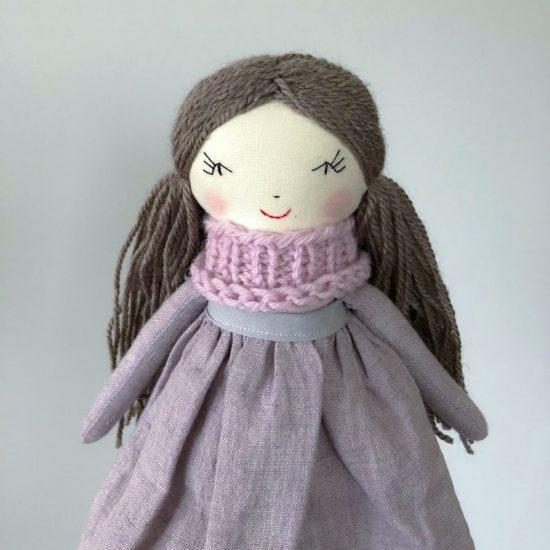 Lininė rankų darbo lėlė - puiki dovana mergaitei